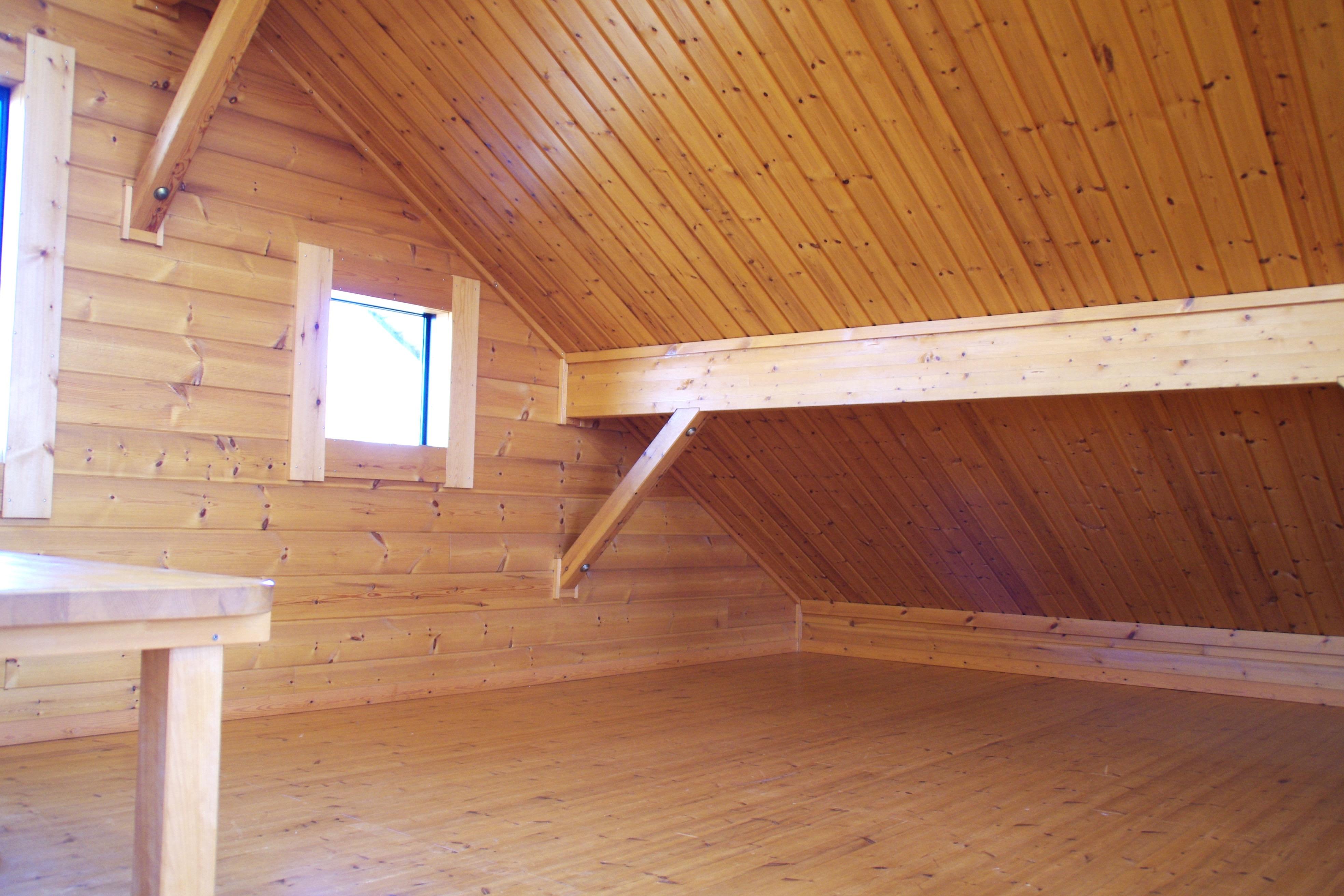 デッドスペースを活用する屋根裏収納・床下収納