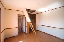 2階の(グルニエ部にかかる)屋根にベランダを取り付け可能か?