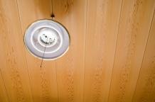 購入した中古住宅の天井にシミが…。雨漏りでしょうか?