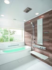 快適さと掃除のしやすさにこだわった機能的なバスルーム TOTO サザナ